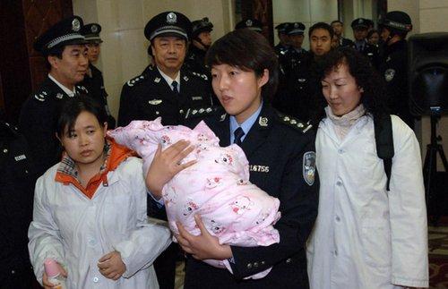 交大一附院院长称女婴不是被 偷 律师说法