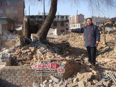 市民房子遭遇强拆 拆迁办称不小心碰倒(图)