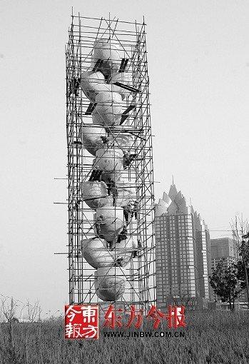 郑州新郑20米高雕塑用真金贴身被指劳民伤财