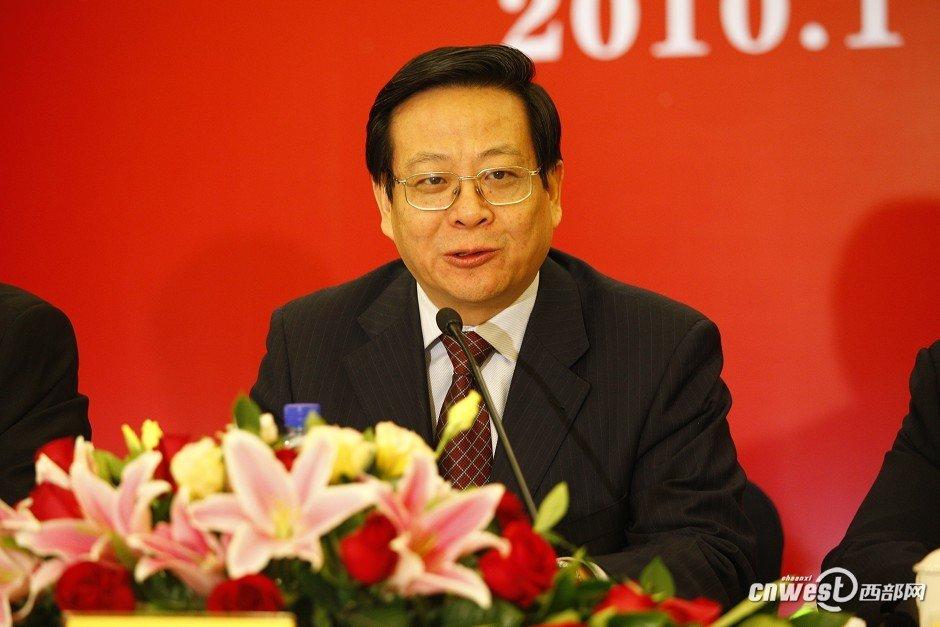省人大常委会秘书长桂维民主持新闻发布会并回答西部网记者提问