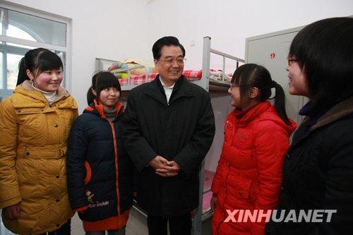 胡锦涛陕西考察 称让更多困难群众住上新房