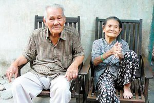 97岁越南老人中76亿越南盾大奖(图)