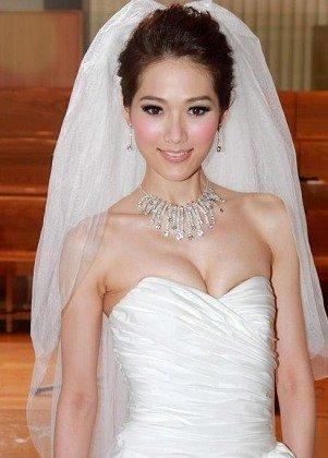 港姐林莉婚纱广告性感无比