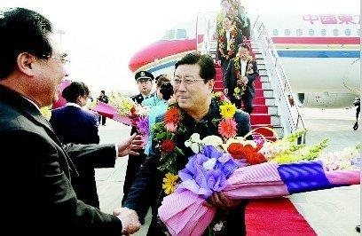 参加全国政协首批17位驻陕全国政协委员凯旋