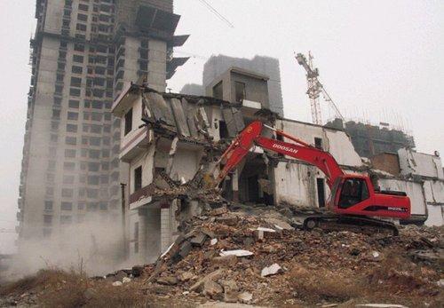 西安村民拒拆迁索1000万 两户城改房屋被强拆