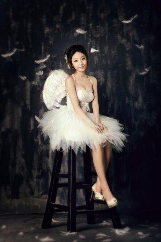 90后的天使主题婚纱照