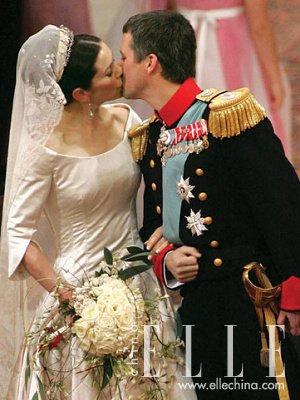 英国王室新娘索菲:酷似戴安娜-盘点人人艳羡的王室新娘们