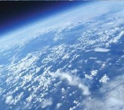 氦气球搭相机上天拍地球