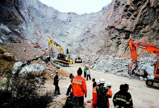陕西一非法采石场山体滑塌5人被埋3人死亡