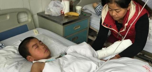 咸阳9岁男童不服法院判决 将自己左手中指砍断