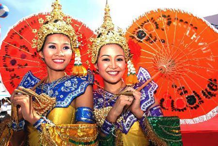 泰国是个友好的国家,泰国人总是满脸微笑,所以只要你也常常微笑,会交