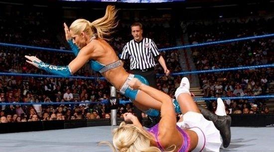 暴力的美国职业女子摔跤