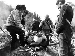男子在朱雀森林公园坠崖 200人展开生死大营救