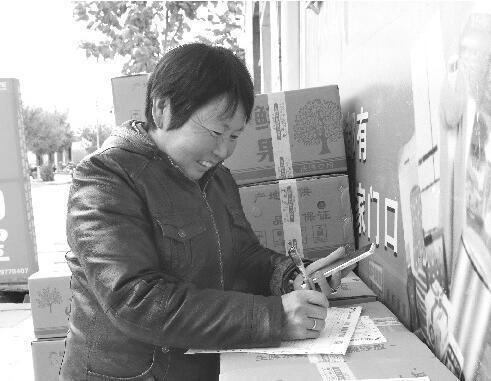 宝鸡苹果滞销 六旬老太网上卖1.5万公斤苹果