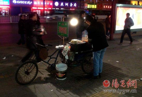 西安煎饼摊月入过万元 烤面筋淡季赚五千多元