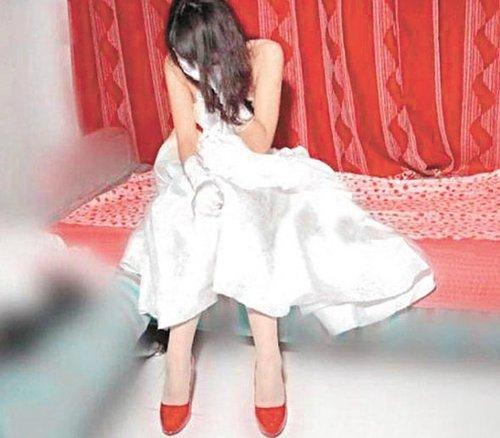 新娘被灌酒遭好友强奸图片