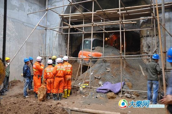 地铁3号线塌方5名工人遇难 事故或与降雨有关