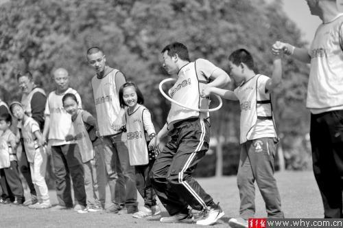 照顾孩子学习生活 家委会让父母无后顾之忧