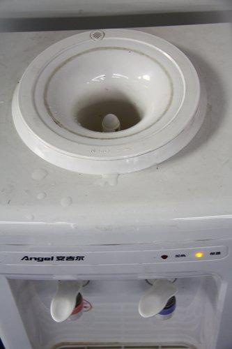 饮水机就是污水机 专家:我从不喝饮水机的水