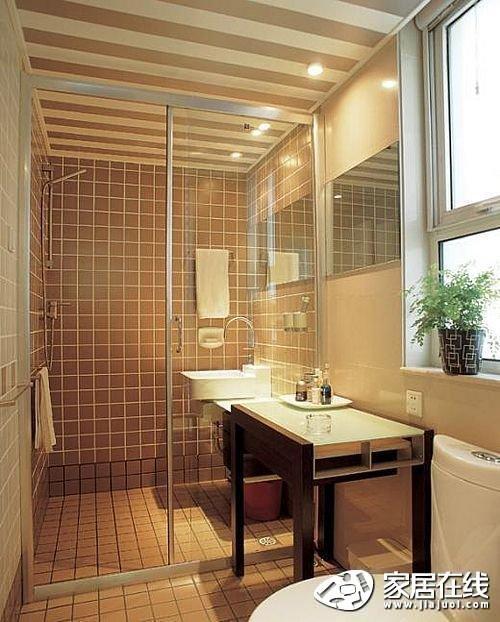 浴室防滑对于老人小孩来说尤其重要,小块马赛克铺贴的浴室地面防