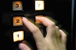 赶快把每一层楼的按键都按下