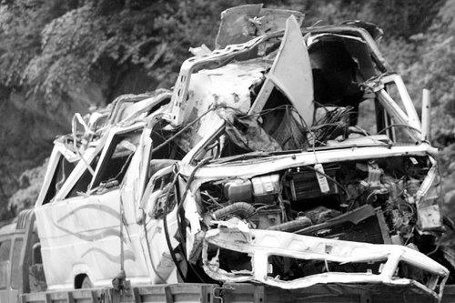长安区一车驴友掉沟里 造成4人死亡15人获救