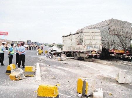 西潼高速3重大交通事故4人亡 三天53起事故