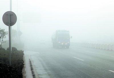 防止事故最重要 雾天行车有技巧