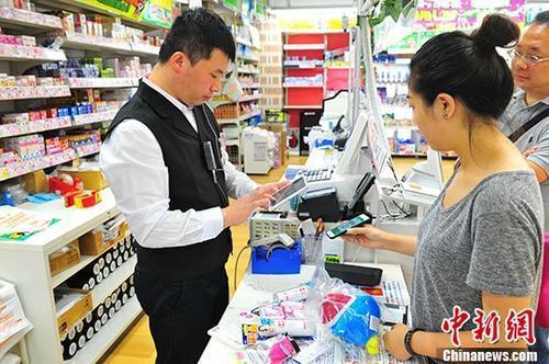 中国游客倒逼国外改收款习惯 当地居民享福利