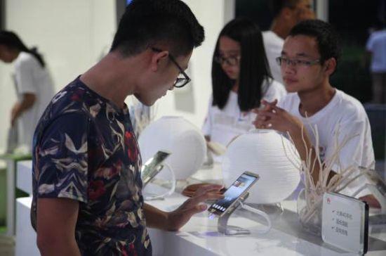 芙蓉园上演科技盛宴 华为手机品牌之旅登陆西