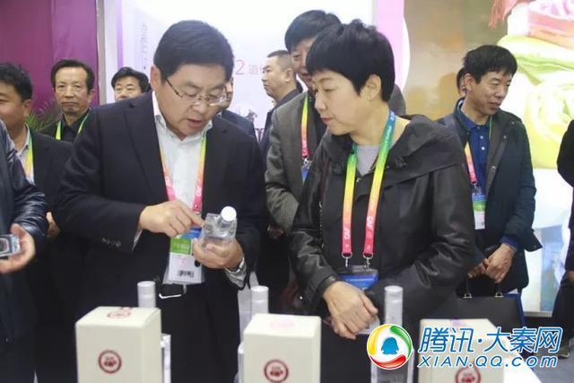 第24届杨凌农高会开幕 府谷海红果黄米卖得俏