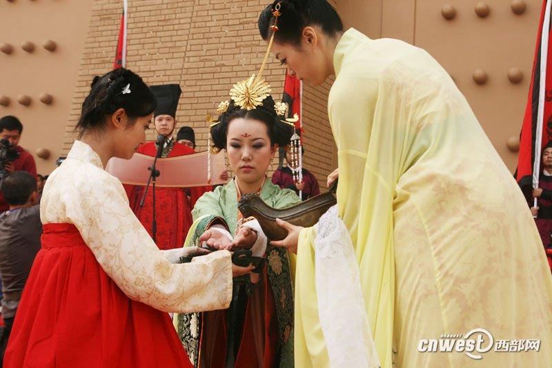 手绘唐朝美女公主出嫁