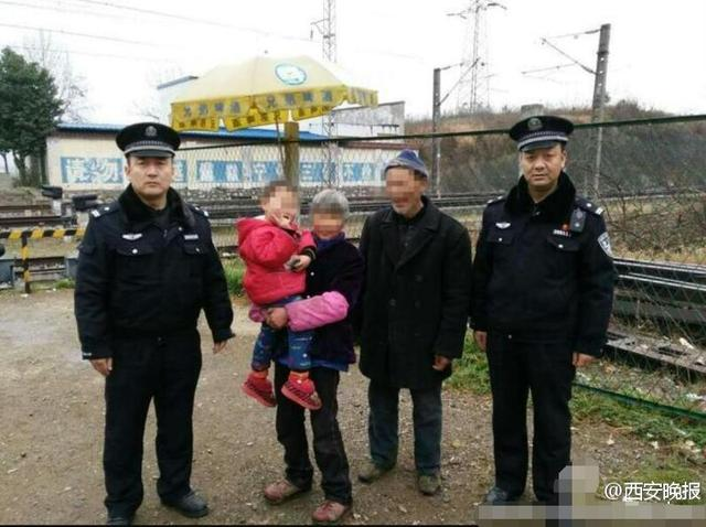 汉中三岁半娃闯入铁路防护网 列车开来瞬间被救