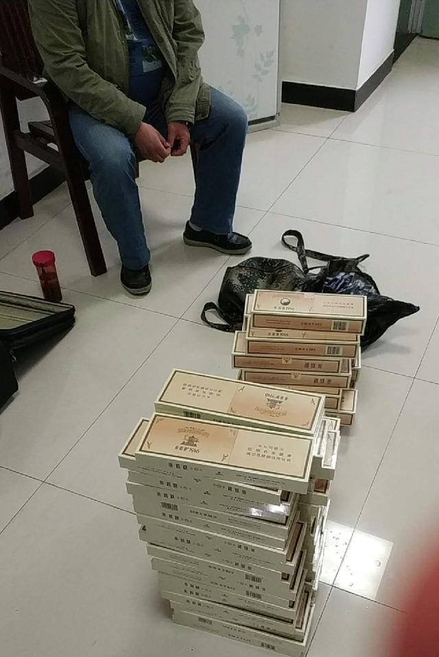 男子携62条卷烟欲跨省贩卖 乘火车被民警查获