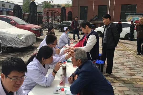 西安市第九医院走进祭台新苑社区开展义诊服务