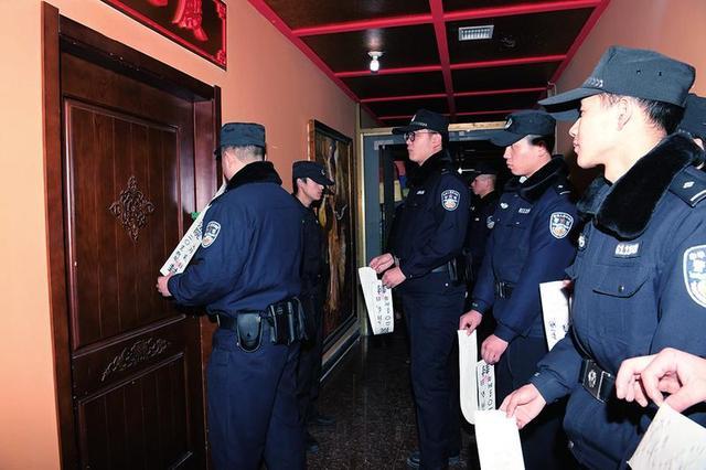 西安中院昨日出动400余人查封南大街一大厦