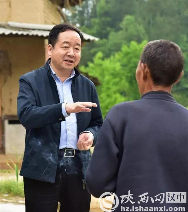 """城固:""""扶贫工作日""""县委书记带头住农家走农户"""