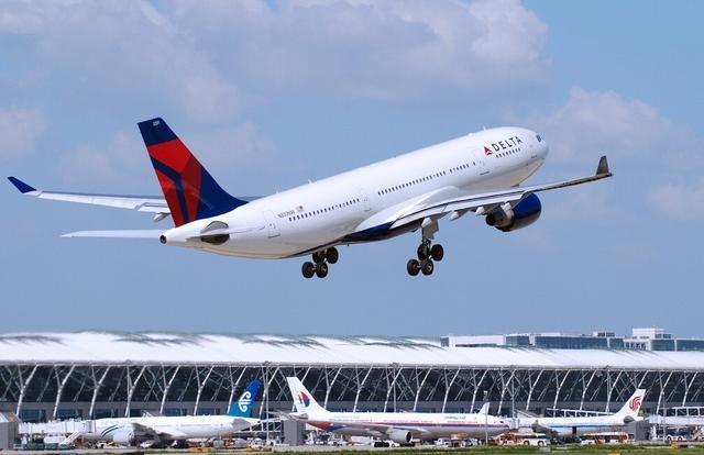 春运机票迎销售高峰 热门航线最低票价不足30