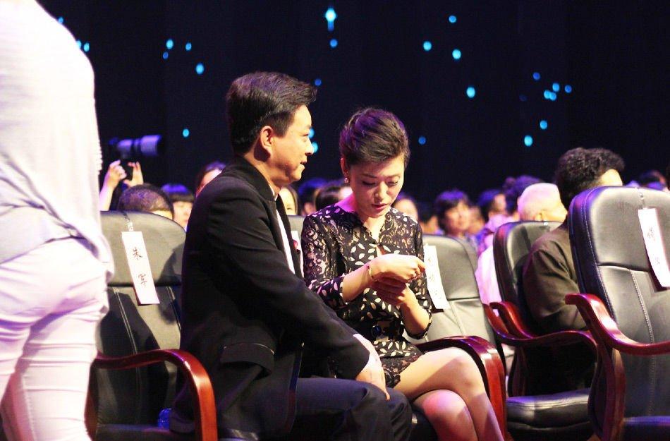 据悉,当日46岁央视主持人周涛、朱军出席第二十三届电视文艺星