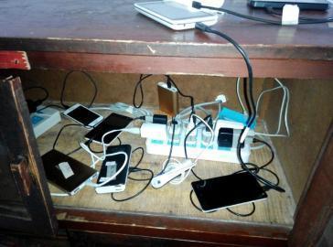 学生被禁止在宿舍充电 赴宿管处充1次最贵2元