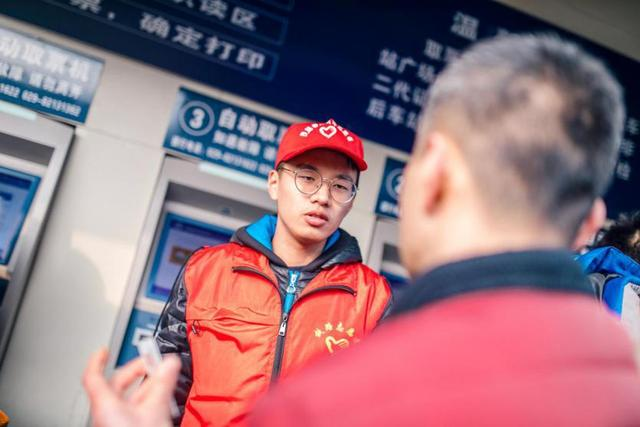 肯德基携手西安火车站温暖一线员工打造温暖春运路