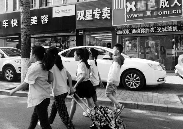 雁塔区一成人用品店开在小学附近引家长担忧