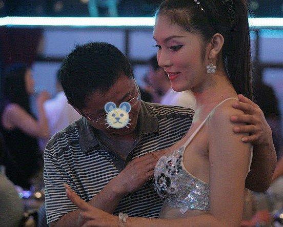 泰国人妖惨遭游客