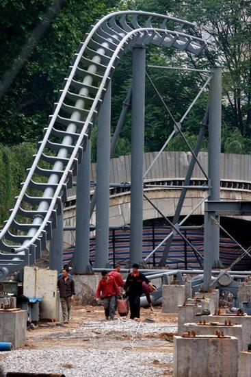 后来才建成了动物园,而在动物园迁走后,就成了现在的长乐公园.