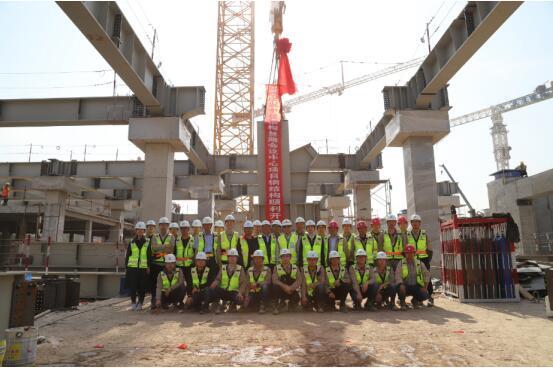 中建钢构西安丝路会议中心项目首节柱顺利开吊