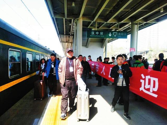 汉中火车站首次举行旅游专列欢迎仪式