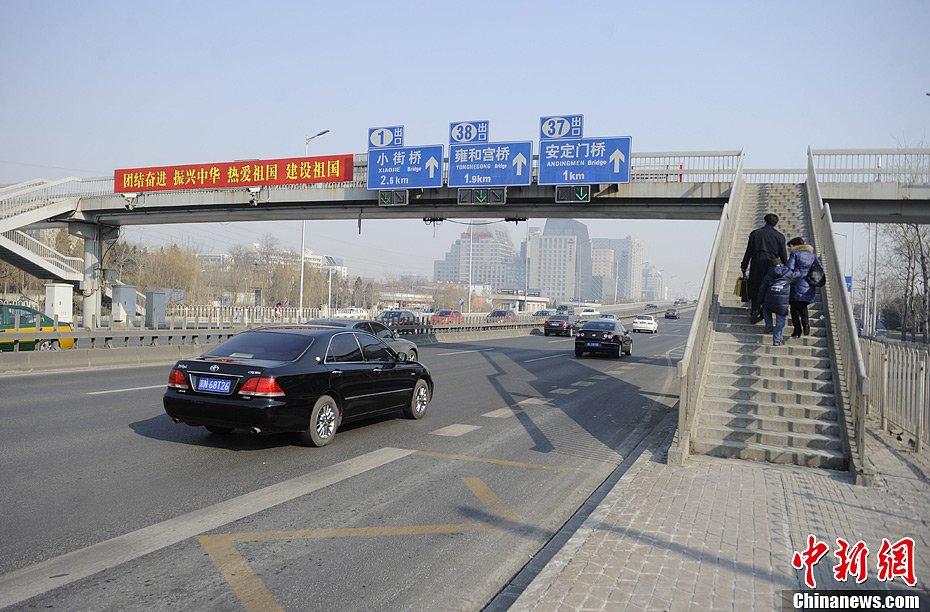 对于北京拥有2069.3万常住人口来说,离京率近50%,而这个人数亦