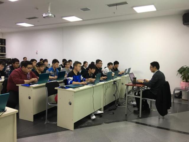彩立方平台IT追求教育科技发展 助力学子就业