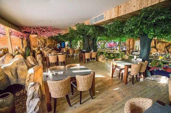 左揽长隆欢乐世界,右依香江野生动物世界,酒店拥有1500间生态主题