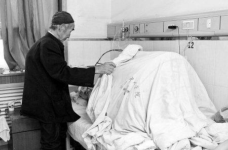 妻被夫泼硫酸15%烧伤 曾多次被打称忍是为娃
